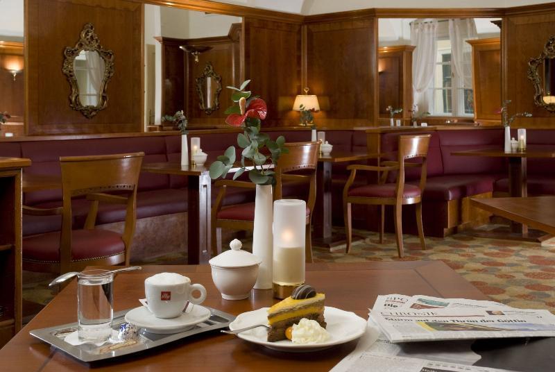 Mercure Grand Hotel Biedermeier Wien (مركور گرند هتل بیدرمیر وین)  Bar