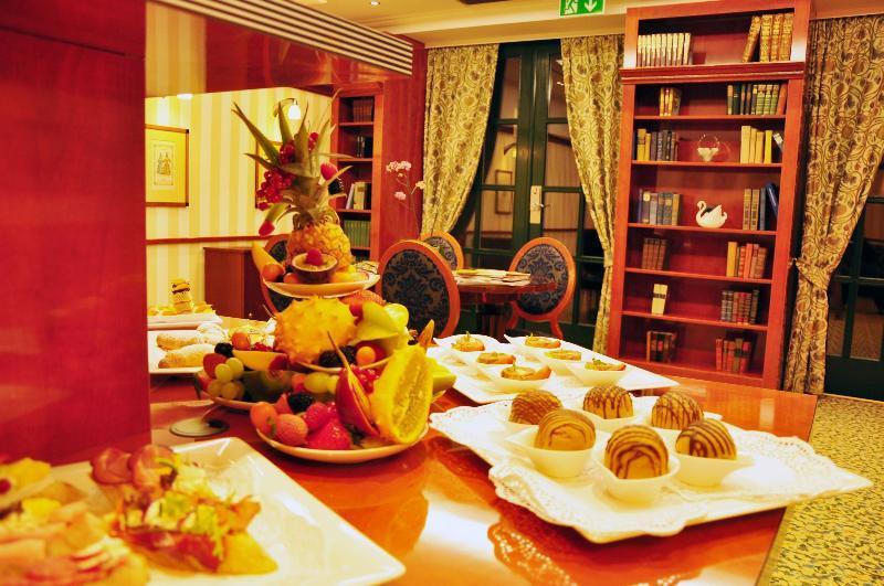 Mercure Grand Hotel Biedermeier Wien (مركور گرند هتل بیدرمیر وین)  Conferences