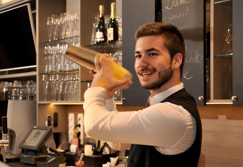 Best Western Premier Hotel Villa Stokkum (بست وسترن پرمیر هتل ویلا استوکوم)  Bar
