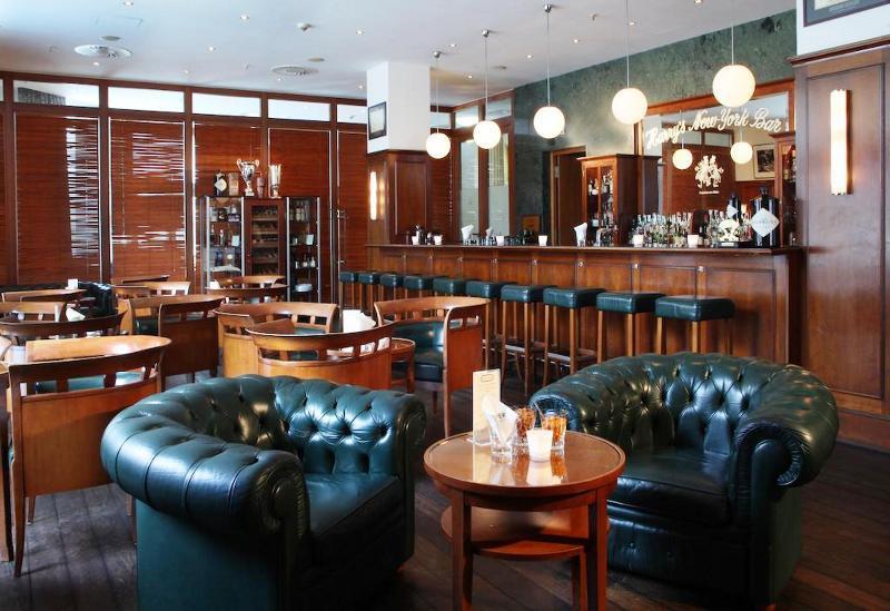 Lindner Hotel & Residence Main Plaza (لیندنر هتل و رزیدنس مین پلازا)  Bar