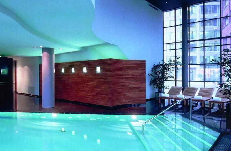 Lindner Hotel & Residence Main Plaza (لیندنر هتل و رزیدنس مین پلازا)  Pool