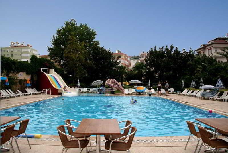 Elysee Garden Family Hotel (الیسی گاردن فامیلی هتل)  Pool