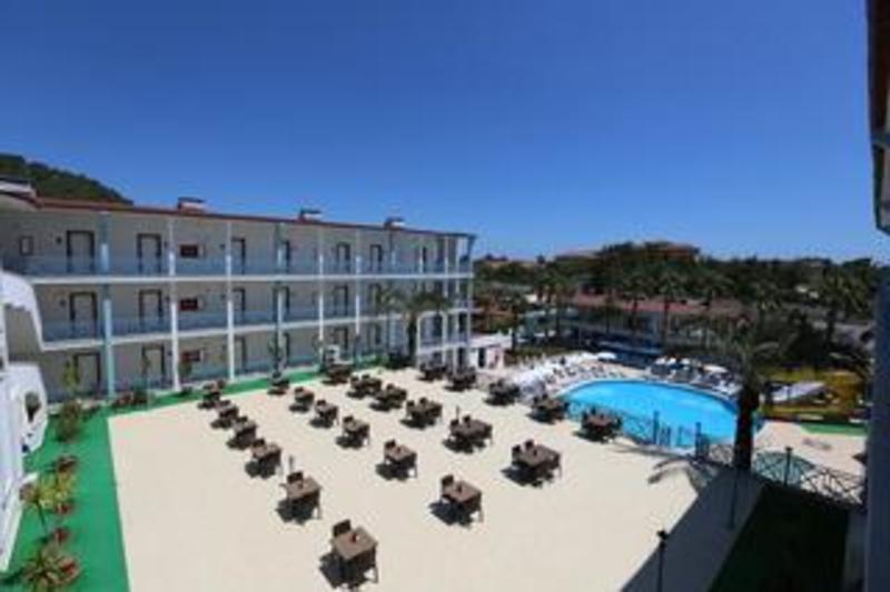 Blue Sky Hotel All Inclusive (بلو اسکای هتل آل اینكلوسیو)  Terrace
