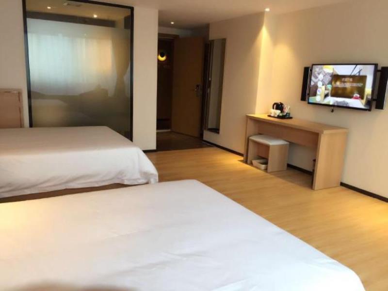 Iu Hotel Guangzhou Huangpu Bay Branch (ایو هتل گوانگژو هوانگپو بی برانچ)