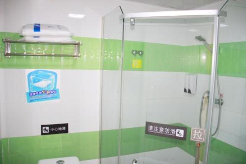 7days Inn Guangzhou South Railway Station Huijiang Subway Station (۷دیس این گوانگژو اسوت ریلوی استیشن هویجیانگ سابوی استیشن)