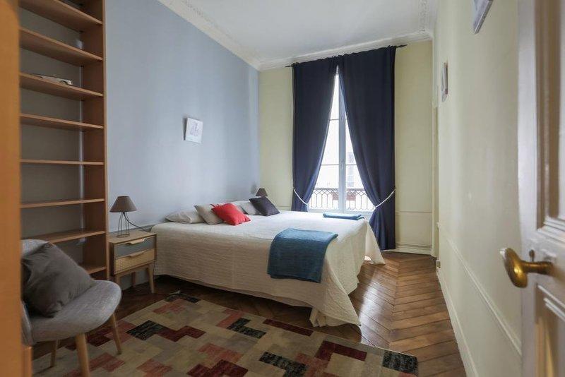 Luxury Balcony Flat (لاکچری بالكونی فلت)