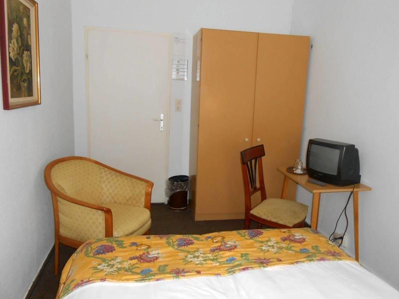Hotel Pension Astra (هتل پانسیون آسترا)