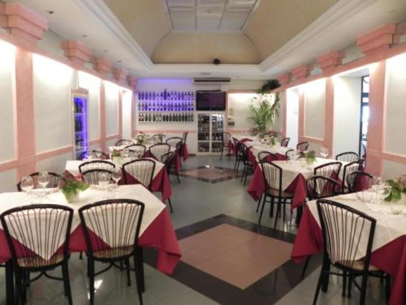 Hotel Villa Robinia (هتل ویلا روبینیا)