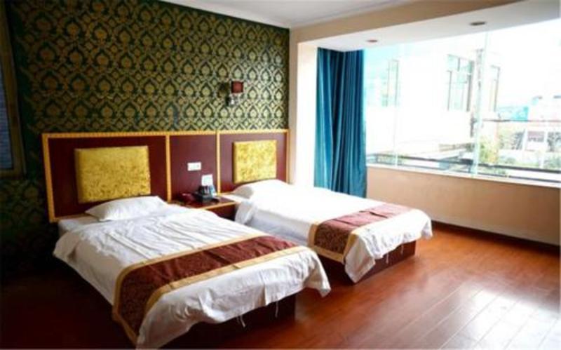 100 Chain Hotel (۱۰۰ چین هتل)