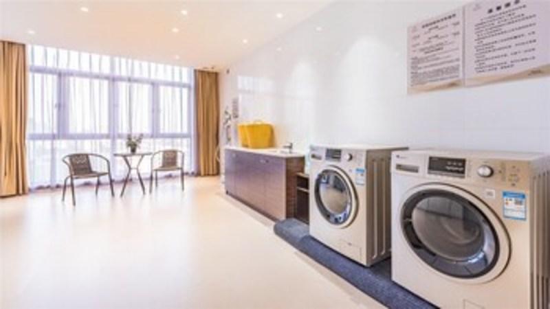 Ceramik Hotel Wanda Branch (كرامیك هتل واندا برانچ) Laundry Room