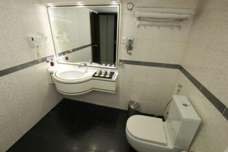 White Fort Hotel (وایت فورت هتل)  Bathroom