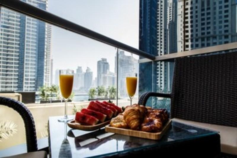 Furnished Apartment In Dubai Marina (فرنیشد آپارتمان این دبی مارینا) Balcony